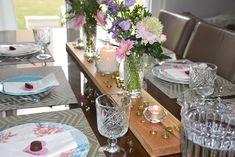 Almoço de Saint-Valentin! Table Settings, Table Decorations, Furniture, Home Decor, Environment, Decoration Home, Room Decor, Place Settings, Home Furnishings
