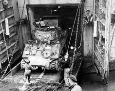 SHERMAN TANK ARRIVING IN ITALY 1944