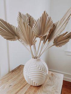 Dried Flower Arrangements, Dried Flowers, Paper Flowers, Cheap Home Decor, Diy Home Decor, Home Decor Vases, Home Decor Items, Deco Addict, Boho Home