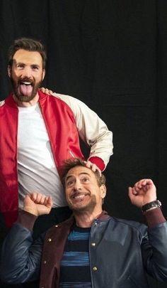 Robert Downey Jr and Chris Evans Avengers Humor, Marvel Jokes, Avengers Cast, Marvel Funny, Marvel Avengers, Marvel Comics, Marvel Man, Man Thing Marvel, Marvel Actors