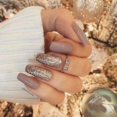 30 entzückende Nagelkunst-Entwürfe von 2019 30 Adorable Nail Art Designs From 2019 Let Mom Cook Delicious Cookies, You Just Sit Back And Enjoy ! 30 Adorable Nail Art Designs From Ballerina # 2019 # # 2018 de arte de uñas Glittery Nails, Shiny Nails, Rose Gold Nails, Cute Acrylic Nails, White Gel Nails, Cute Nails, Pretty Nails, White Coffin Nails, Gold Gel Nails