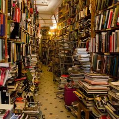 Best Bookstore in Chicago in Which to Trap Your Claustrophobic Friends