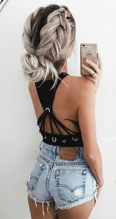 sensual crossed crop top with highwasted shorts
