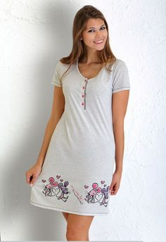 Juvenile short nightdress with short sleeves, round neck, drawings 'loving mice' in bottom and buttoned placket contrast.