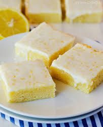 Peaches and Cream Bars recipe from The Country Cook! Layers of crunch cookie base, cheesecake and peach pie filling makes for an amazing summertime dessert! Peach Pie Filling, Lemon Brownies, Brownie Bar, No Bake Treats, Dessert Recipes, Desserts, Four, Love Food, Sweet Recipes