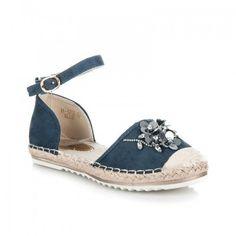 Dámské sandále Marquiz Pemara modré – modrá Něžné sandálky vám zpříjemní úplně každý den. Vaše noha nebude klouzat, ale pevně ji zachytí řemínek. Svršek byt je vyroben s krystalky ve tvaru květiny. Boty jsou vyrobeny … Ladies Sandals, Espadrilles, Flats, Shoes, Fashion, Espadrilles Outfit, Moda, Zapatos, Shoes Outlet