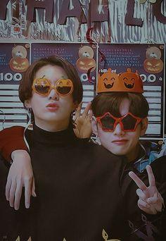 Foto Bts, Foto Jungkook, Bts Taehyung, Bts Bangtan Boy, Taekook, Vkook Memes, Les Bts, Bts Aesthetic Pictures, Bts Playlist
