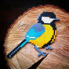 Liza en Marten maakten vandaag deze Koolmees. Ik vind 'em tof! #koolmees #greattit #hamaperler #strijkkralen #perlerbeads #perleplade #ironingbeads #bird #instabird #hamaperlerbeads #hamaart #hama #pixelart #365perlerbeadsin2015 #kreasiw_hamabeads #Padgram