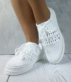 Spring Boots Crochet Shoes Womens Slippers Batu Crochet Baby Shoes Slipper Sneaker Over Knee Socks Crochet Boot Socks, Crochet Sandals, Crochet Slippers, Sock Shoes, Shoe Boots, Make Your Own Shoes, Toms Style, Crochet Slipper Pattern, Spring Boots