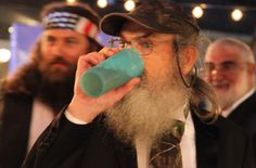 Si Robertson's blue Tupperware cup story