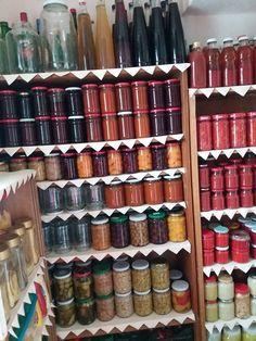 Vörös káposzta télire, mióta egyszer megkóstoltuk, mindig nagy adagot teszek el belőle! - Befőttek, kompótok, savanyúság receptekBefőttek, kompótok, savanyúság receptek Mobiles, Metal Box, Bottles And Jars, Marmalade, Home Renovation, Preserves, Nespresso, Shoe Rack, Minion