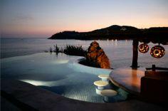 The pool at El Murmullo Villa