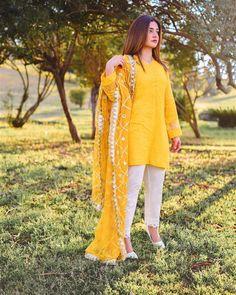 Beautiful Pakistani Dresses, Pakistani Dresses Casual, Pakistani Dress Design, Fancy Dress Design, Stylish Dress Designs, Stylish Dresses For Girls, Simple Dresses, Casual Dresses, Frock Fashion