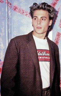 winona ryder grunge Johnny Depp in 1987 Young Johnny Depp, Johnny Depp Movies, Beautiful Boys, Pretty Boys, Beautiful People, Leonardo Dicaprio, Junger Johnny Depp, 21 Jump Street, Urban Outfits
