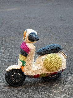 Vespa amigurumi crochet pattern. By Caloca by CalocaCrochet