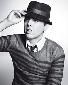 Casey Affleck, now officially out of big brother's shadow, shows off in the new line from John Varvatos, the year's most innovative designer Gq, Beautiful Men, Beautiful People, Darren Criss Glee, Casey Affleck, Hottest Guy Ever, Lookbook, Famous Faces, Hats For Men