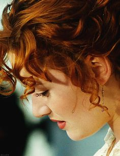 kate winslet...love the hair, love the pale skin...she's beautiful