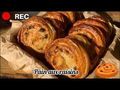 Pain aux raisins de Cyril Lignac (Généreux et hyper gourmand!!!) - YouTube Pain Aux Raisins, Croissants, Bread, Desserts, Food, Morning Breakfast, Greedy People, Pastries, Kitchens