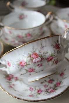 ♥Duh just never had or seen a two handle cup for tea Hmmmm! At least that I can remember.