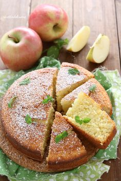 Con mele frullate nell'impasto! Apple Recipes, Sweet Recipes, Cake Recipes, Dessert Recipes, Super Torte, Molly Cake, Delicious Desserts, Yummy Food, Cupcake Cakes