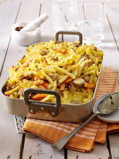 Nudelauflauf bedeutet Pastaglück aus dem Ofen. 16 schnelle und kunterbunte Nudelauflauf Rezepte, plus leckerem Geheimtipp für eine goldbraune Käsekruste.