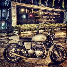 Triumph Cafe Racer #motorcycles #caferacer #motos | caferacerpasion.com