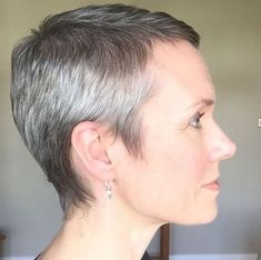 Short Pixie - Embrace The Grey With These Fabulous Hairstyles - Photos Angled Bob Hairstyles, Short Pixie Haircuts, Pixie Hairstyles, Short Hairstyles For Women, Short Hair Cuts, Short Hair Styles, Pretty Hairstyles, Pixie Cuts, Hairdos