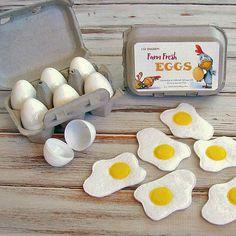 28 ideas for diy kitchen kids cardboard play food Pretend Play Kitchen, Pretend Food, Felt Diy, Felt Crafts, Crafts For Kids, Felt Food Patterns, Sewing Patterns For Kids, Felt Play Food, Craft Ideas