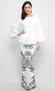 Yasmine Kurung Set in White and Dark Blue Print Muslim Fashion, Modest Fashion, Hijab Fashion, Fashion Outfits, Kebaya Modern Dress, Kebaya Dress, Model Kebaya, Mother Daughter Fashion, Hijab Stile