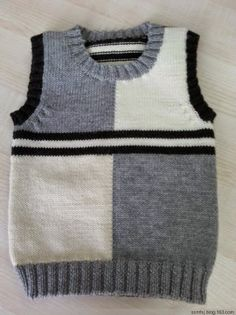 Süveter modelleri – Knitting patterns, knitting designs, knitting for beginners. Baby Boy Knitting Patterns, Knitting For Kids, Knitting Designs, Pull Bebe, Knit Baby Sweaters, Vest Pattern, Baby Cardigan, Baby Poncho, Sweater Design