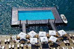 CréditA piscina do Grand Hotel Tremezzo flutua na beira do Lago de Como, no Lake District, Itália (www.grandhoteltremezzo.com) os: Divulgação
