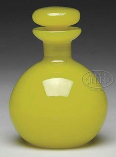 STEUBEN YELLOW JADE SCENT BOTTLE WITH FLARING RIM AND MATCHING YELLOW JADE STOPPER