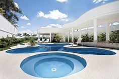 Atérmica branco - Arq. Aquiles Nícolas Kílaris  #piscina #atérmica #antiderrapante #pool #piscina diferente #formatosdepiscinas