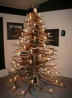 Antler Christmas Tree - Amazing but someone is gonna get impaled or lose an eye on those antlers. Antler Christmas Tree, Noel Christmas, Country Christmas, Winter Christmas, All Things Christmas, Redneck Christmas, Xmas Tree, Diy Christmas Room, Cabin Christmas