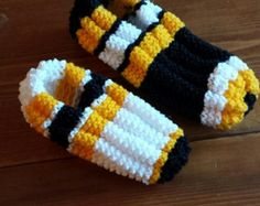 Items similar to ultra confo slipper inspiration from the Canadians-hockey local or visitor on Etsy Crochet Ripple, Knit Or Crochet, Crochet Hats, Knitted Slippers, Crochet Slippers, Creative Knitting, Owl Hat, Hockey, Craft Gifts