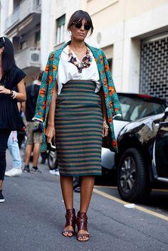 Falda larga color y accesorios --- Glamour