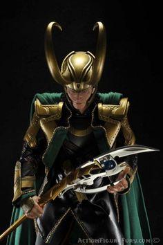 Hot Toys Avengers Loki Sixth Scale Figure