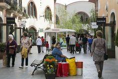 La Roca Village с побережья Коста Брава КАЖДЫЙ ДЕНЬ (в июле и августе) Ежедневный автобус из Lloret de Mar, Santa Susanna и Blanes. Получите дополнительную скидку в 10%! Бесплатный wi-fi  Доступно бронирование онлайн! Планируйте свой отдых заранее!!! Это удобно!  http://www.gospaineasy.com/index.php/uslugi/product/view/9/52  В наших офисах так же можно преобрести билет на поездку. Адрес офиса 1 - carrer Carme, 9, Lloret de Mar Адрес офиса 2 - Narcís Maciá i Domenech, 10, Lloret de Mar…