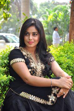 Most Beautiful Indian Actress, Beautiful Gorgeous, Beautiful Saree, Tamil Girls, Bollywood Girls, Woman Smile, Tamil Actress Photos, Curvy Girl Fashion, India Beauty