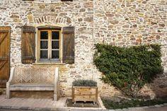Weekend dans le Beaujolais : 8 expériences à ne pas louper ! - Chouette World - Blog voyage Le Beaujolais, Blog Voyage, Home Decor, Owls, Decoration Home, Room Decor, Home Interior Design, Home Decoration, Interior Design