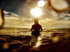 Un contraluz perfecto #surf #gopro #atardecer #yosoydeagua #alquilar