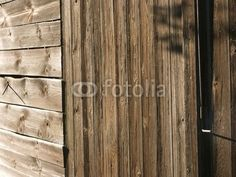 Schuppen aus rustikalem Holz am Bartholdskrug in Lipperreihe bei Bielefeld am Teutoburger Wald in Ostwestfalen-Lippe