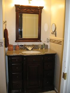 Classy but small bathroom vanity