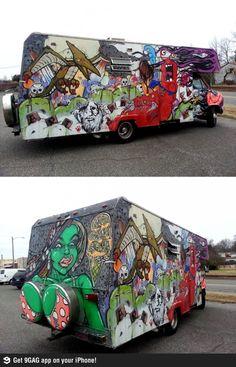 Excellent use of spare tire housing. Urban Street Art, Urban Art, Caravan Paint, Car Paint Jobs, Burning Man Art, Sidewalk Chalk Art, Abandoned Train, Chalk Drawings, Happy Fun