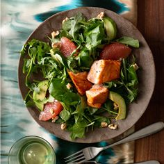 Grapefruit and Avocado Salad With Seared Salmon not only provides great taste and appealing presentation, it's loaded with powerful nutrients. When you serve this power salad, you'll get heart-healthy fatty acids--thanks to the walnuts and salmon- Grapefruit Avocado Salad, Healthy Fats, Healthy Eating, Falafels, Cooking Recipes, Healthy Recipes, Salmon Recipes, Soup And Salad, Guacamole