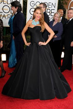 The Imperatrice #Pendant, with its wire curves and sleek black shine, gives a nod to this fit-and-flare Zac Posen frock, worn gracefully by Sofia Vergara.