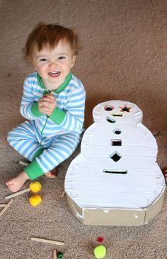 DIY Toddler Toy: Snowman Drop Box from Fun at Home with Kids Winter Activities For Toddlers, Infant Activities, Activities For Kids, Preschool Winter, Motor Activities, Physical Activities, Toddler Crafts, Toddler Toys, Crafts For Kids