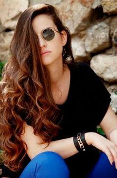 Turkish Beauty, Cute Girl Photo, Gorgeous Women, Beautiful, Turkish Actors, Cute Girls, Round Sunglasses, Colorful Backgrounds, Dresses