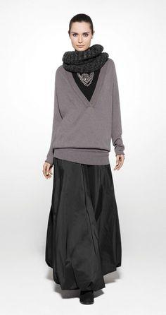 Sarah Pacini, maxi skirt and oversize sweater