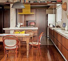 open kitchen with yellow accents #decor #cozinha #kitchen